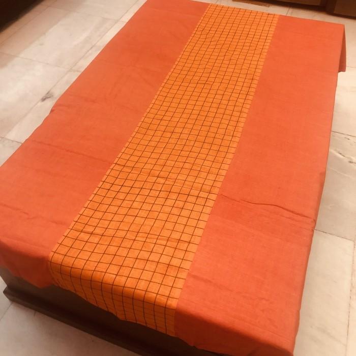 table-linen-checks