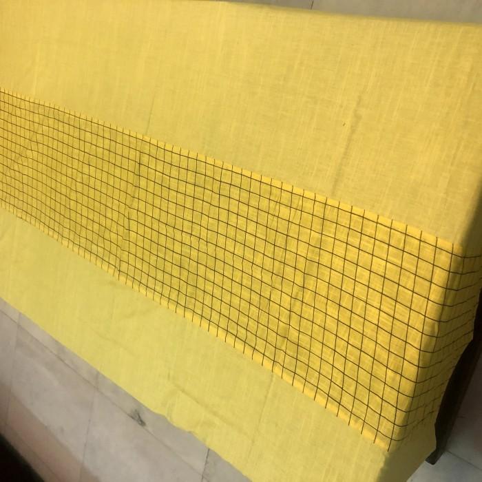 table-linen-yellow-checks